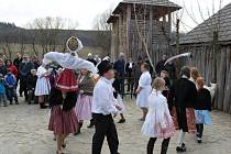 S MAŘENOU. Skauti z Modré se loučili se zimou a vítali jaro.