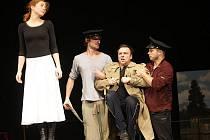Už jen týden dělí uherskohradišťské divadelníky od okamžiku, kdy publiku poprvé představí detektivní komedii 39 stupňů.