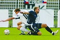 Podzimní duel v Hradci Králové skončil dělbou bodů po výsledku 1:1. Slovácku bude v odvetě scházet zraněný obránce Petr Kaspřák (vpravo).