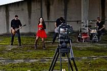 Kapela Free Fall natáčela videoklip ke skladbě Chytit proud na sklonku minulého roku ve Strážnici v jednom průmyslovém objektu.