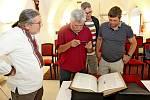 EVANGELIUM. Faksimilie Miroslavova Evangelia z roku 1180 byla vsobotu poprvé představena vČesku, a to na Velehradě.