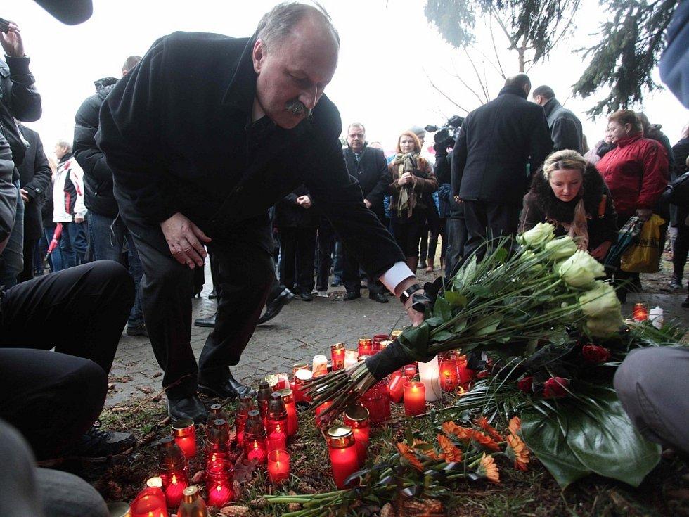 Pietním aktem u místa tragédie se občané Uherského Brodu rozloučili se zavražděnými lidmi.