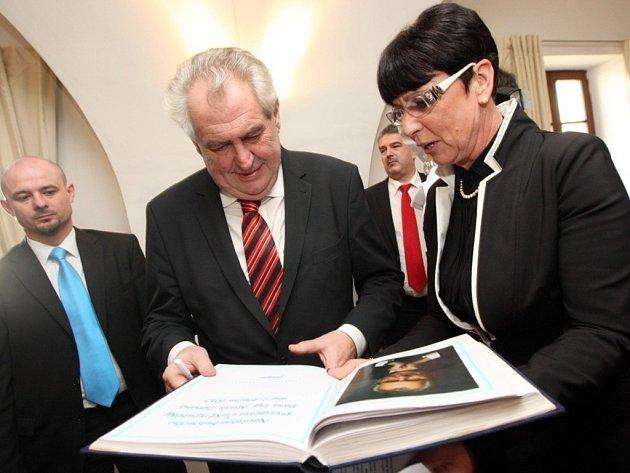 Prezident Miloš Zeman a Starostka Kunovic Ivana Majíčková