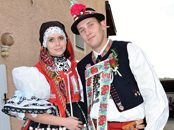 Soutěžní stárkovský pár číslo 9 - Romana Pelikánová a Martin Mlčák, mladší stárci na hodech vOsvětimanech 11.–12. října.