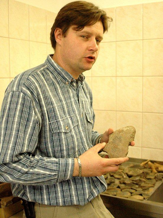 Střepy z keltského naleziště ze 3. století př. n. l. zkoumají archeologové Slováckého muzea.