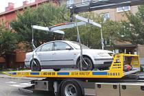Město Uherské Hradiště začalo odvážet nepojízdná auta ze svých komunikací.