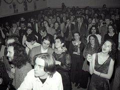 Retro ohlédnutí do klubu Mír v Uherském Hradišti v minulých letech.