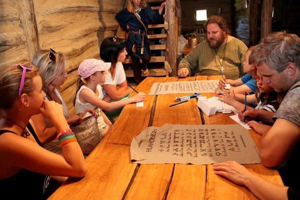 SLUNOVRAT. V Archeoskanzenu Modrá si připomenuli v sobotu už pojedenácté letní slunovrat.