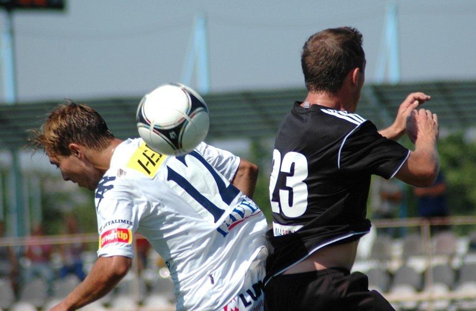 1. FC Slovácko B vs. HFK Olomouc - Vlevo Veliče Šumulikoski