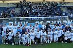 Fotbalisté Slovácka zakončili famózní sezonu výhrou nad Zlínem, triumf v derby si vychutnali i s fanoušky.