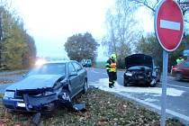 K čelnímu střetu osobních vozidel Škoda Octavia a Škoda Fabia došlo ve středu 2. listopadu před půl sedmou ráno poblíž obce Buchlovice. Při nehodě byly zraněny dvě osoby.