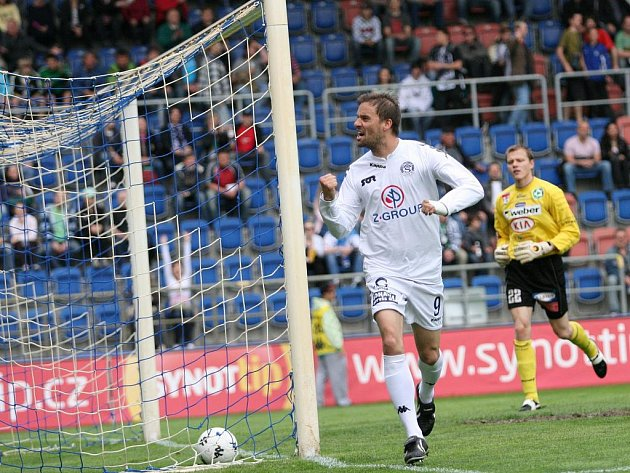 Petr Švancara se raduje z gólu, ten ale pro ofsakd neplatil.