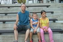 Petr Jakeš (vlevo) organizuje pro uprchlíky letní tábory už pět let.