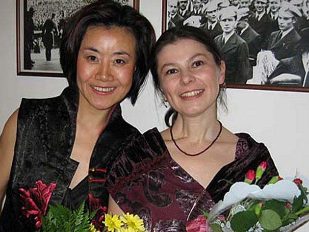 Feng-yün Song se Zuzanou Lapčíkovou.