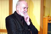 Ján Panák při čekání na verdikt senátu na chodbě krajského soudu.