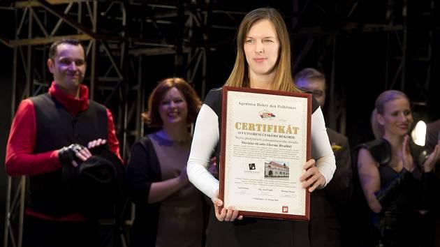 Jitka Honsová s certifikátem.