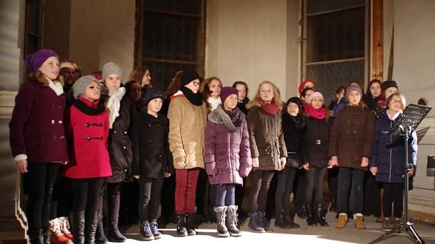 Žáci a kantoři ZUŠ koncertovali v kapli někdejší hradišťské věznice.