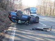 Mladého řidiče odvezli do nemocnice.
