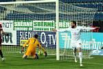 Fotbalisté Slovácka (v bílých dresech) v 11. kole FORTUNA:LIGY proti pražské Spartě. Na snímku je Václav Jurečka
