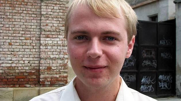 Dvaadvacetiletý student Vít Křižka je lídrem kandidátky Věcí věřejných v Uherském Hradišti. Na snímku je před budovou místní věznice, jejíž budoucnost byla jedním z impulsů, který ho dovedl k politice.