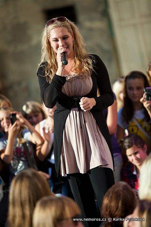 Martin Harich nakazil svým nadšením stovky fanoušků, zpěvačka Kristýna Šebíková překvapila vyzrálým hlasovým projevem