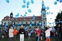 Stovky balónků s přáním Ježíškovi vzlétlo k nebesům.