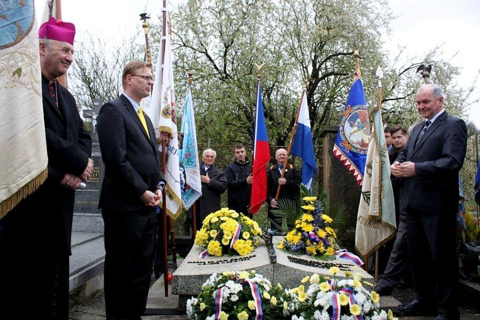 Na Velehradě si členové KDU-ČSL, Orla a věřící připomenuli 60 let od úmrtí Jana Šrámka, kněze, politika, státníka, zakladatele Československé strany lidové.