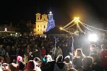 Šestice koled v rámci akce Česko zpívá koledy zazněla také na Masarykově náměstí v Uherském Hradišti.