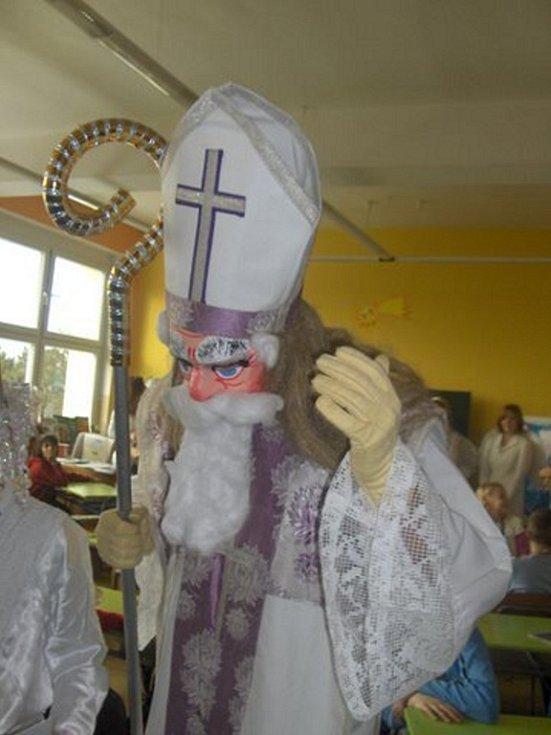 Mikulášský doprovod v Základní škole Sportovní.