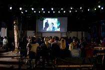 Na Postřižiny vyrazili filmoví příznivci na letní zahrádku restaurace Koruna.