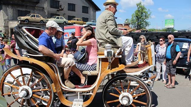 Nablýskaná historická auta a motocykly budou vneděli kvidění na prostranství vKovozoo Staré Město i vjeho Muzeu veteránů.