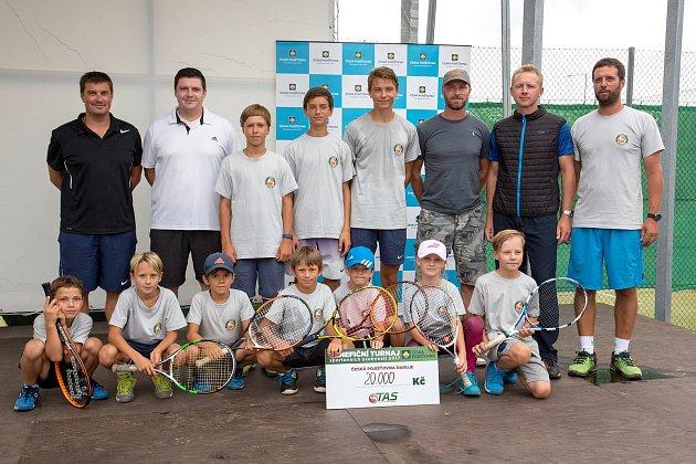 Exhibice tenisových legend a Benefiční turnaj sportovních osobností se uskutečnil ve Sport parku Rybníček ve Starém Městě. Představil se zde i Leoš Friedl, který v roce 2001 vyhrál ve Wimbledonu smíšenou čtyřhru, a Michal Tabara, bývalého 47. hráče světo