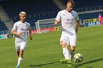 Fotbalisté Slovácka (v bílých dresech). Ilustrační foto