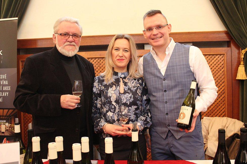 Kombinací náhod se 41letý Tomáš Jilík dostal k založení négociantské společnosti. Na snímku se svým otcem Jiřím  a sestrou Petrou.
