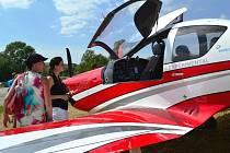 Na boršiské letiště se sletěly desítky ultralehkých letadel.