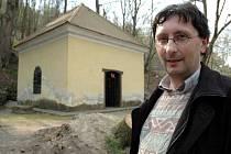 Buchlovický místostarosta Bořek Žižlavský u kaple.