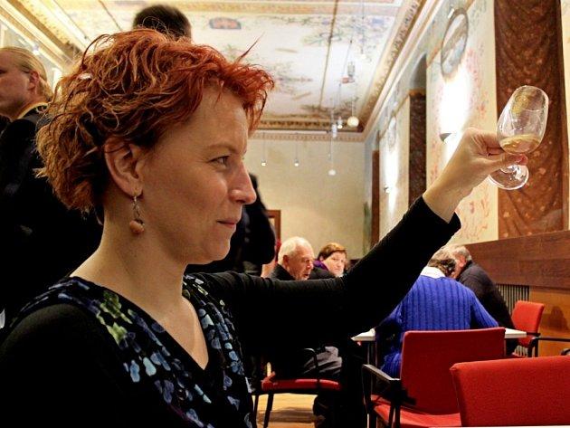 MEŠNÍ I KOŠER. Ve Slovanské sále Stojanova gymnázia ve Velehradě mohli v sobotu vínomilci a fajnšmekři ochutnat vína z různých zemí světa, ale i od vinařů ze Slovácka.