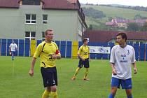 Fotbalisté Strání B (ve žlutých dresech) ve 4. kole okresního přeboru Uherskohradišťska remizovali s nováčkem z Kněžpole 1:1.