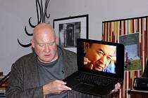 Investigativní novinář, spisovatel a expert na Čínu Ethan Gutmann beseduje o své knize Jatka v Ulitém kafé.