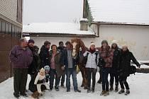 V pondělí byli účastníci programu vřele přijati v hospodářství rodiny Adámkových, v úterý se veselili na fašanku.