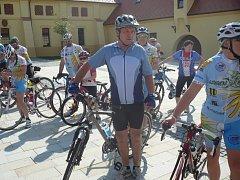Trasu z Bratislavy do Kunovic zvládli cyklisté bez jakýchkoli problémů. K malému občerstvení na kunovickém Panském dvoře jim zahrála cimbálovka.
