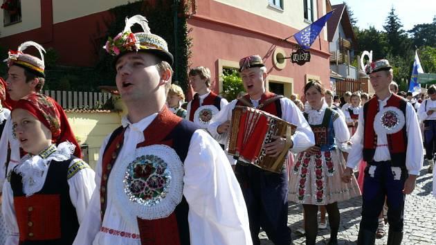 Ještě jeden záběr Dolněmčanu z průvodu slavností vína.