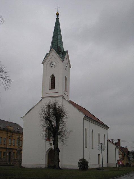 Kostel sv. Anny v Huštěnovicích.