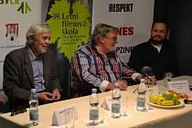 Na pondělní tiskové konferenci s novináři mluvili tvůrci nového dokumentárního filmu Hoteliér Josef Abrhám mladší i starší a Jan Kačer.