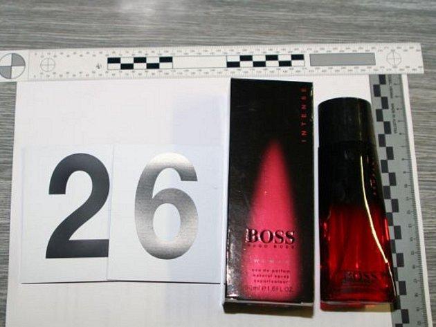 Všechny zadržené parfémy, toaletní vody a řasenky označili výrobci za falzifikáty.