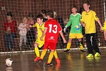 Celkem pět týmů ze tří fotbalových oddílů se v neděli odpoledne utkalo na halovém turnaji na staroměstském Širůchu. Vedle dvou celků domácí Jiskry a dvou týmů  Mařatic si přijeli zahrát ještě malí fotbalisté z Jalubí.
