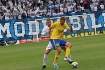 Derby Slovácko vs. Zlín (ve žluté) v Uherském Hradišti