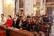 SETKÁNÍ. Na Velehradě si dali o prodlouženém květnovém víkendu dostaveníčko mladí věřící absolventi nejen vysokých škol.