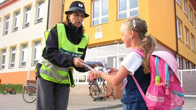 Policisté v rámci akce Zebra se za tebe nerozhlédne zpovídali tentokrát děti z O. N. Vsi.