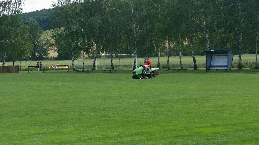 Na hřiště v Drslavicích se zase brzy vrátí fotbalisté. Foto: facebook TJ Drslavice